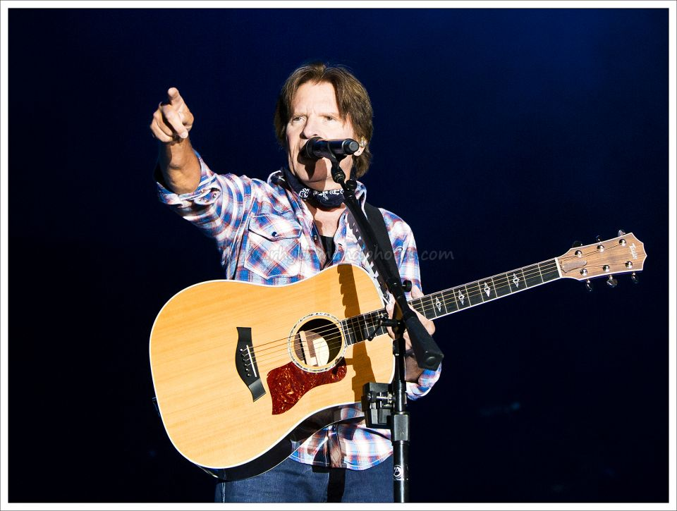 135_JohnFogerty©RhythmAndPhotos.jpg